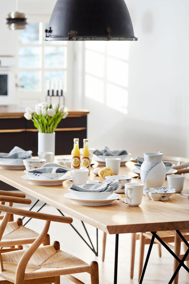 Morgenmadsbord på plankebord fra Træfolk