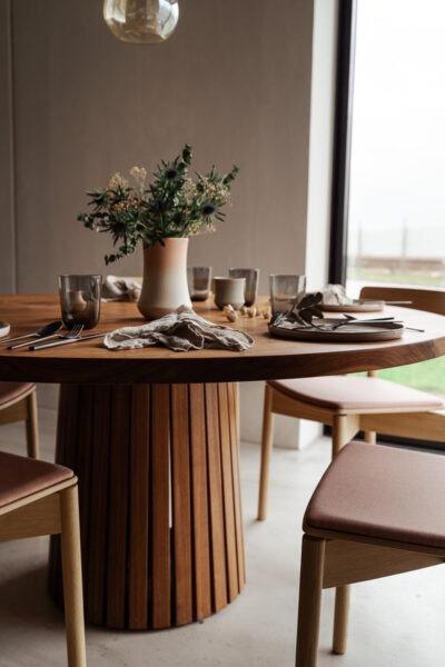 Rundt plankebord i eksklusivt design fra Træfolk