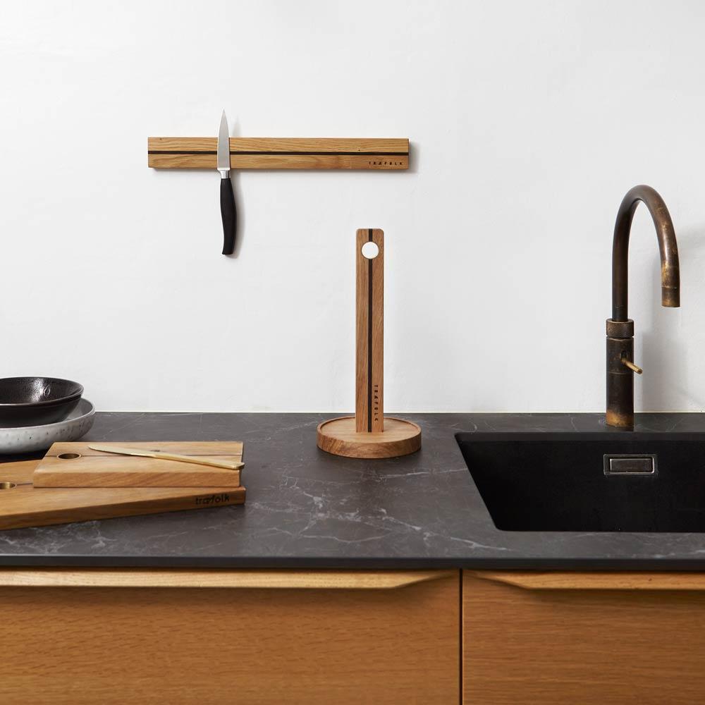 Skærebræt, knivmagnet og køkkenrulleholder fra Træfolk