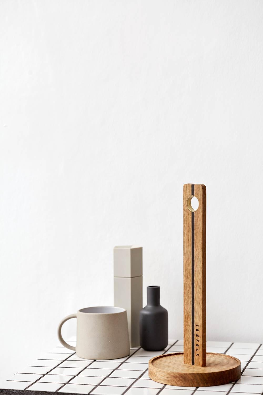 Dansk håndlavet køkkenrulleholder fra Træfolk