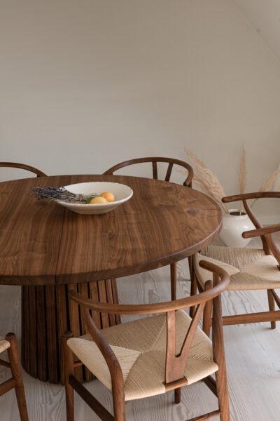 Rundt spisebord med udtræk