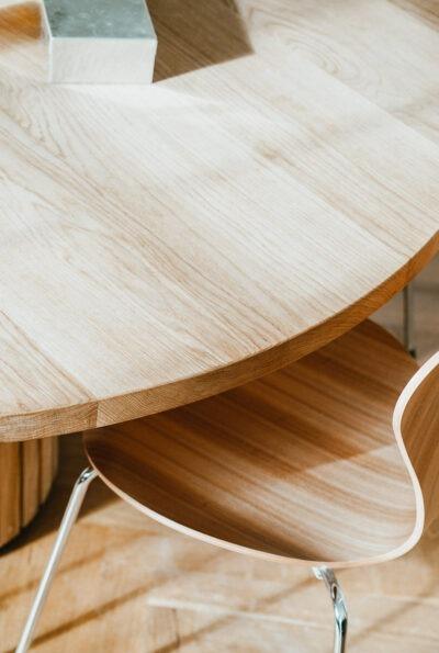 Eksklusivt rundt plankebord fra Træfolk
