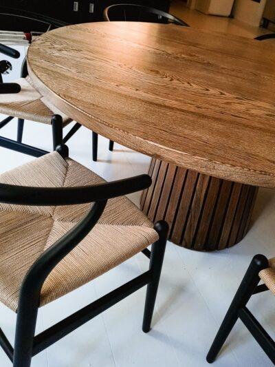 Mjölner fra Træfolk - Eksklusivt rundt plankebord fra Træfolk i mørkolieret egetræ