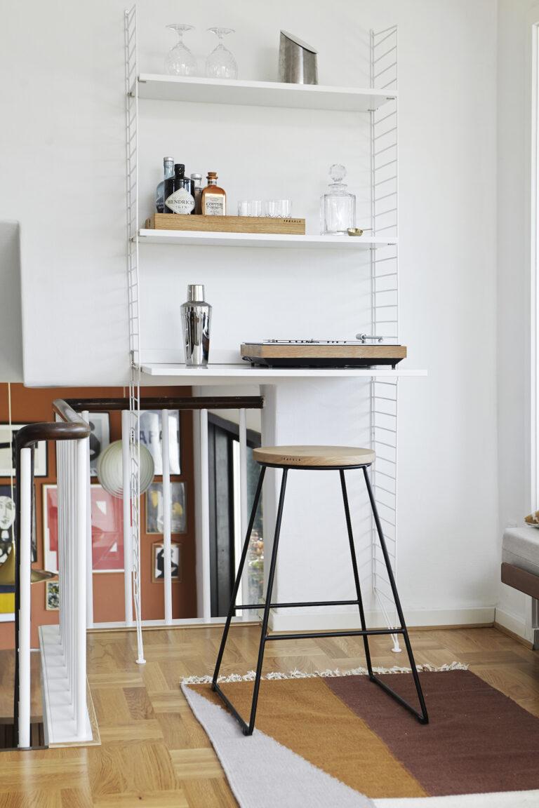 Barstol og serveringsbakke fra Træfolk