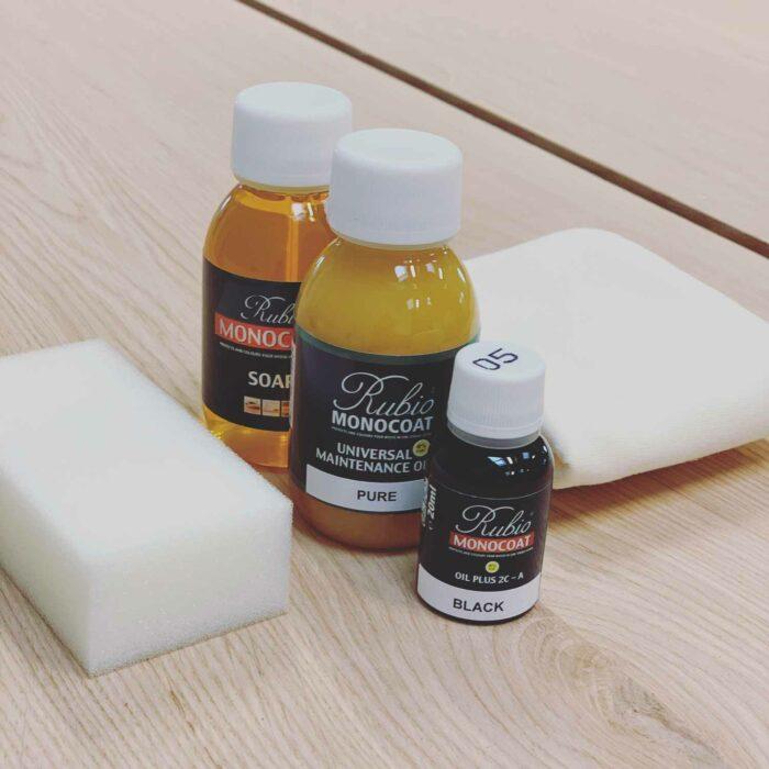 Vask og olie til vedligehold af plankebord