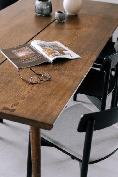 Normund plankebord i mørkolieret egetræ fra Træfolk