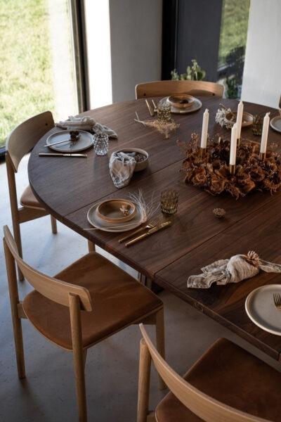 Rundt plankebord med udtræk i valnøddetræ fra Træfolk